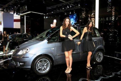 автосалоне девочек #12