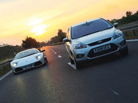 Lamborghini Murcielago vs Ford Focus