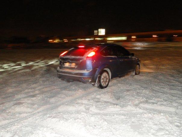 Ford Focus: снежный дрифт...