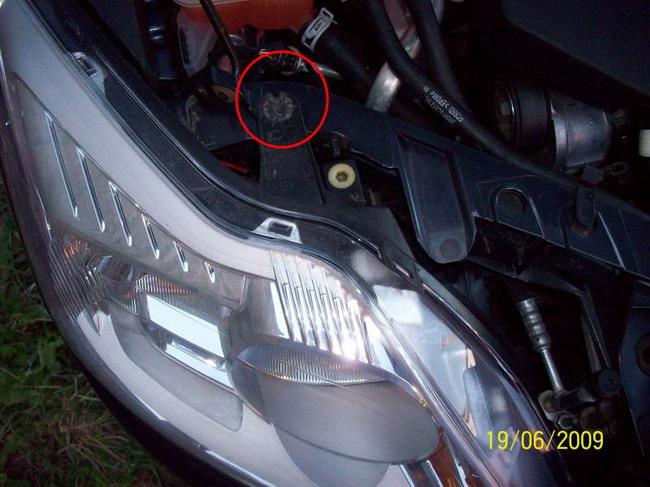 FF2 2008 Замена лампы ближнего света