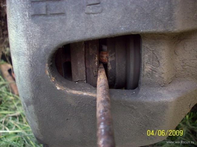 FF2 2008 Замена передних тормозных колодок