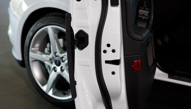Ford Focus – первый автомобиль с системой защиты дверей
