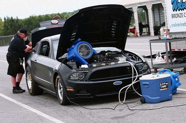 Ford Mustang Cobra Jet 2014 проходит испытания на полосе торможения