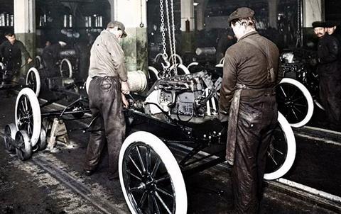 Ford отмечает 100-летие движущегося сборочного конвейера