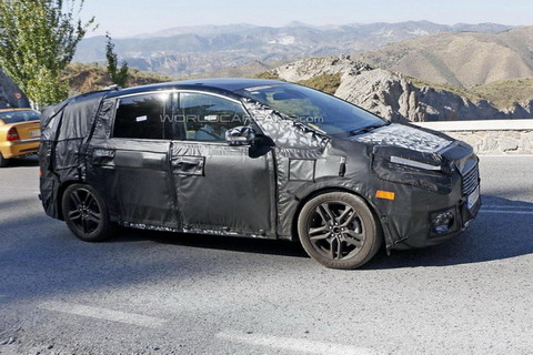 2015 Ford S-Max пойман шпионами на юге Европы