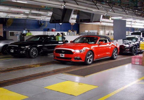 2015 Ford Mustang Convertible ����������� � ��������� ������