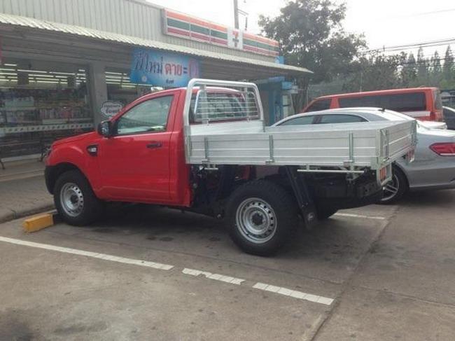 Обновленный Ford Ranger пойман шпионами без камуфляжа