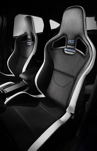 Ford Focus RS представлен на Женевском автосалоне 2015